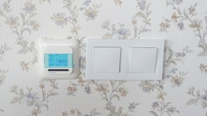 Терморегулятор на стене
